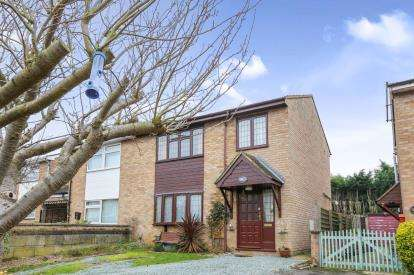 3 Bedrooms Semi Detached House for sale in Woolfield, Sandy, Bedfordshire