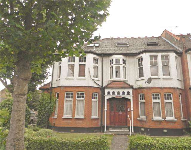 2 Bedrooms Ground Flat for sale in Fox Lane, Palmers Green