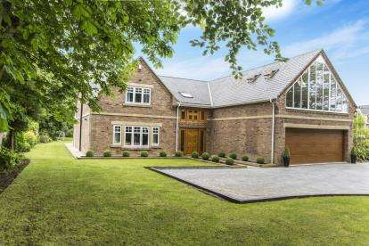 5 Bedrooms Detached House for sale in Eastern Way, Darras Hall, Ponteland, Northumberland, NE20