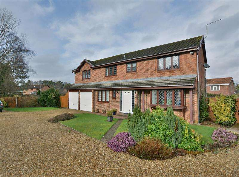 4 Bedrooms House for sale in Redwood Drive, Ferndown