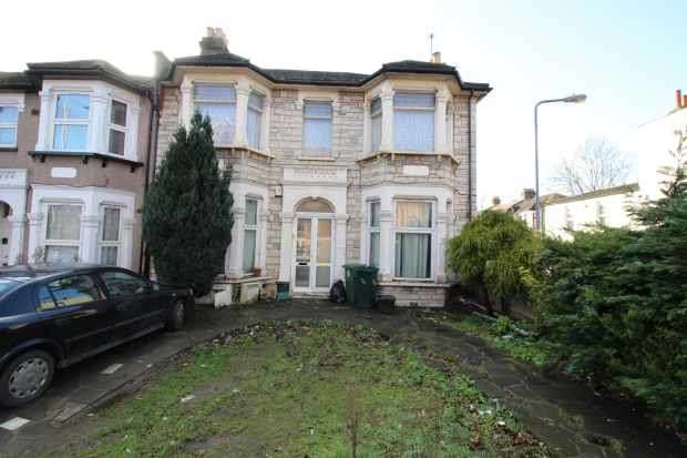 3 Bedrooms Flat for sale in The Drive, Ilford, Greater London, IG1 3EX
