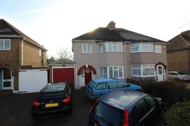 3 Bedrooms Semi Detached House for sale in Court Farm Avenue, Epsom, Surrey, KT19 0HF