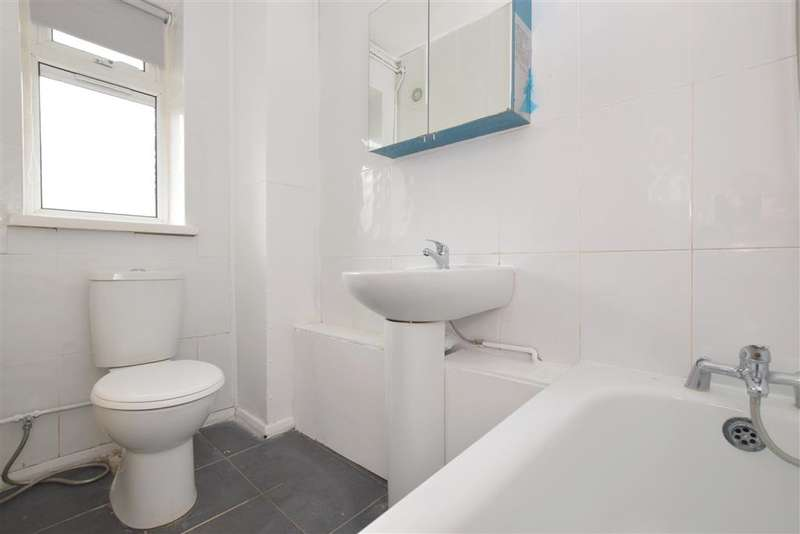 Studio Flat for sale in Ockenden Close, Southsea, Hampshire