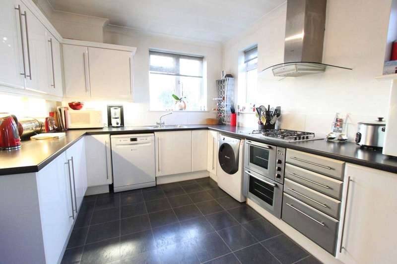 3 Bedrooms Maisonette Flat for sale in Redden Court Road, Harold Wood