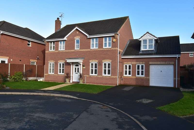 5 Bedrooms Detached House for sale in Heron Place, Droitwich