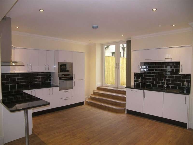 2 Bedrooms Property for sale in St. Georges Lane, Lytham St Annes, Lancashire