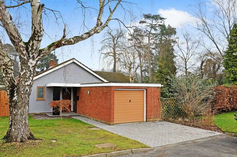 2 Bedrooms Detached Bungalow for sale in Ridgeway Close, Dorking