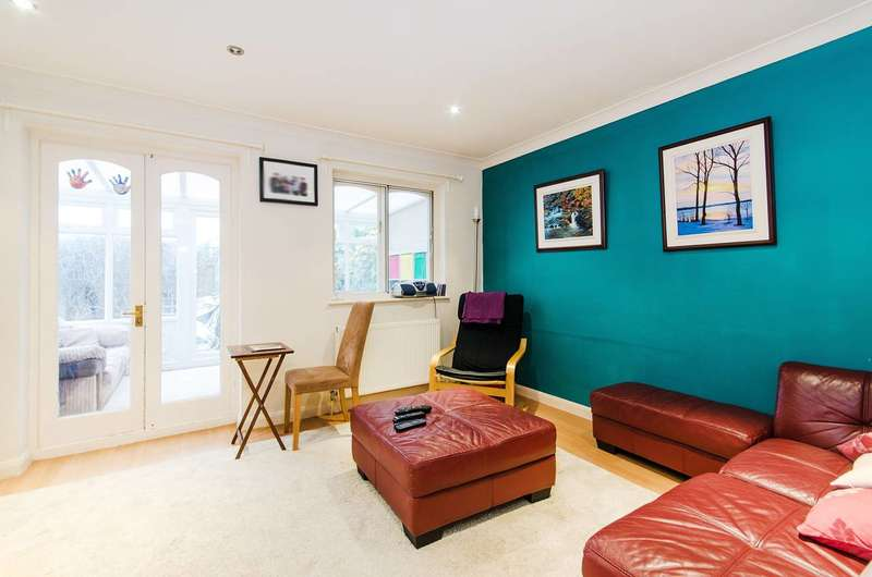 2 Bedrooms House for sale in Harwood Close, North Wembley, HA0