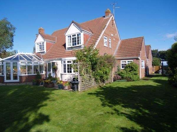 4 Bedrooms Detached House for sale in Meols Drive, Hoylake