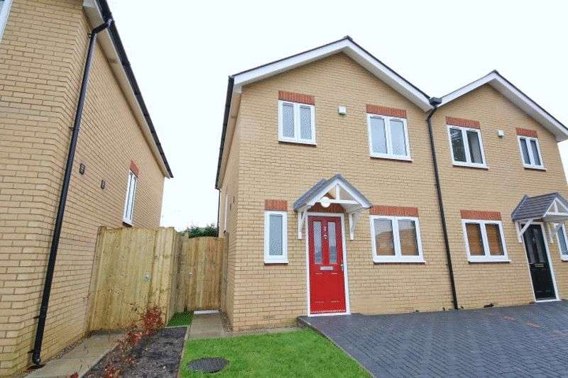 3 Bedrooms Semi Detached House for sale in THE MEWS, SOUTHBOROUGH