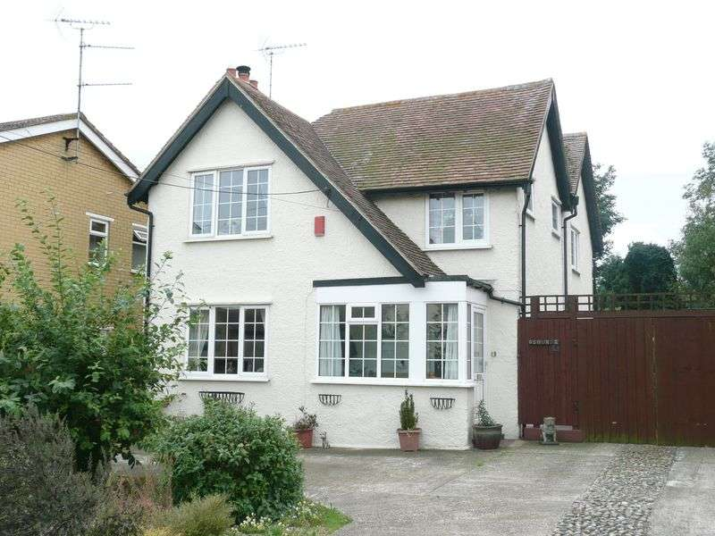 4 Bedrooms Detached House for sale in Oak Avenue, Minster