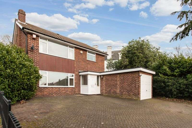 3 Bedrooms Detached House for sale in Bickley,Bromley