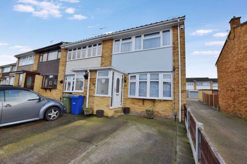 3 Bedrooms Terraced House for sale in Burton Close, Stanford-Le-Hope