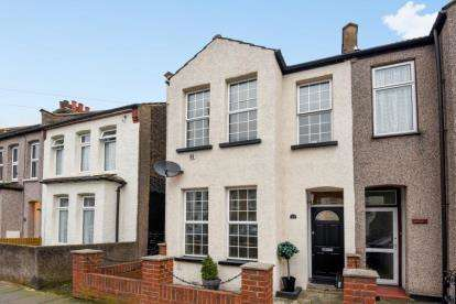 2 Bedrooms End Of Terrace House for sale in Godwin Road, Bromley