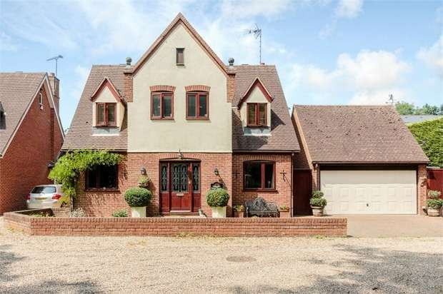 4 Bedrooms Detached House for sale in Chestnut Walk, Corringham, Stanford-le-Hope, Essex
