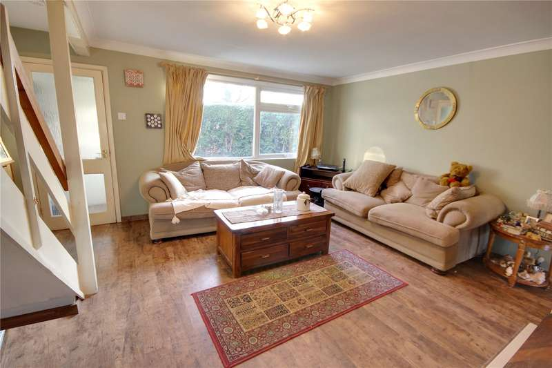 3 Bedrooms Semi Detached House for sale in Chertsey Road, Addlestone, Surrey, KT15