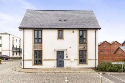 3 Bedrooms Semi Detached House for sale in Fort Leney Walk, Cheltenham, Gloucestershire