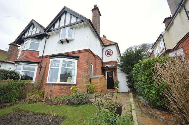 3 Bedrooms Semi Detached House for sale in Park Avenue, Falsgrave, Scarborough, North Yorkshire YO12 4AG