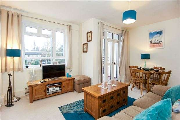2 Bedrooms Flat for sale in Allenswood, Albert Drive, LONDON, SW19 6JX