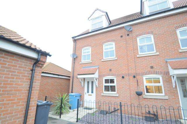 3 Bedrooms Town House for sale in Hall Leys, Kingswood, Hull, HU7 3GN
