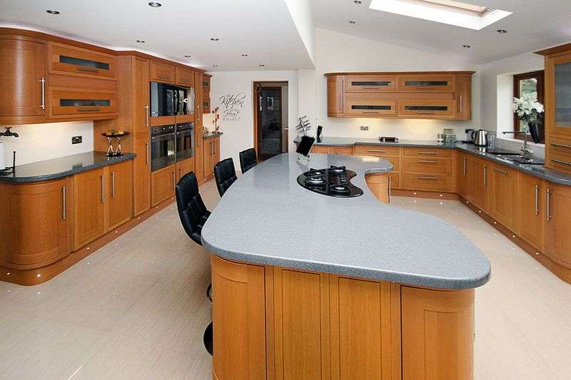 4 Bedrooms Detached House for sale in High Street, Wicklewood