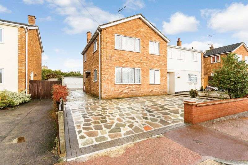 3 Bedrooms Semi Detached House for sale in Merryfield Approach, Leigh-On-Sea