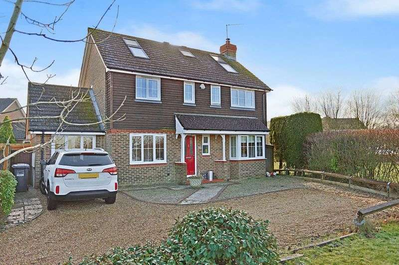 5 Bedrooms Detached House for sale in Blunden Drive, Cuckfield