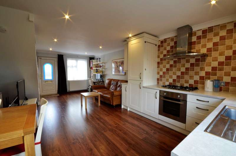 2 Bedrooms Semi Detached House for sale in Rutherford Close, Billericay