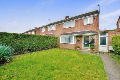 3 Bedrooms Semi Detached House for sale in Middlesex Drive, Bletchley, Milton Keynes, Buckinghamshire