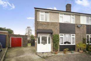 3 Bedrooms Semi Detached House for sale in Fern Close, Warlingham, Surrey