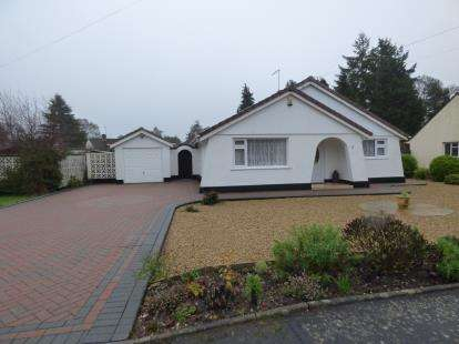2 Bedrooms Bungalow for sale in Ferndown, Dorset