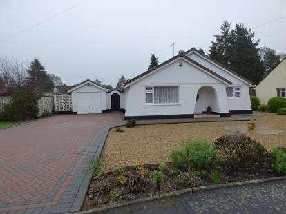 2 Bedrooms Bungalow for sale in Ferndown, Dorset