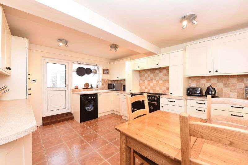 2 Bedrooms Terraced House for sale in Goddards Lane, Sherfield On Loddon