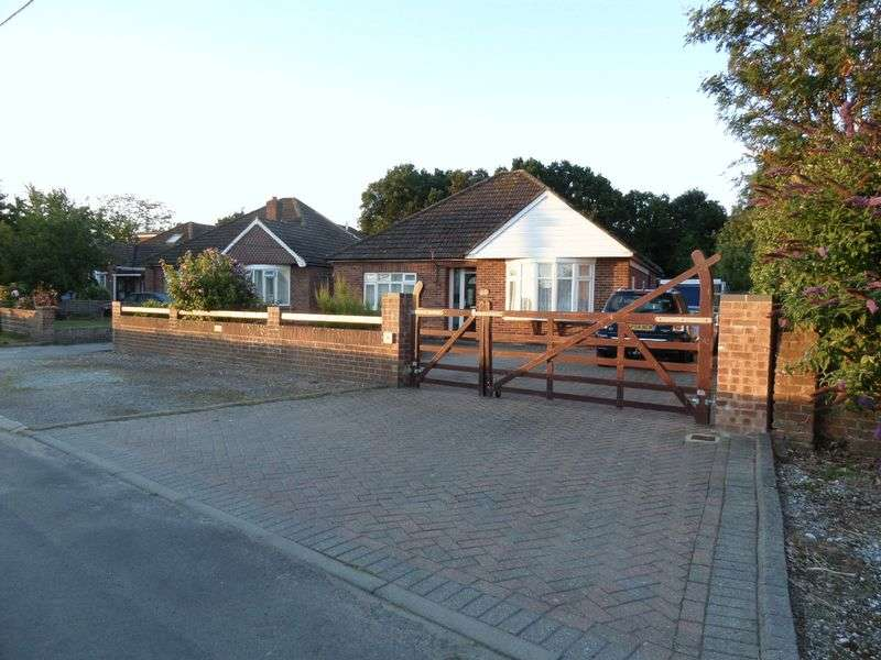 3 Bedrooms Detached Bungalow for sale in Burnt House Lane, Stubbington, Fareham