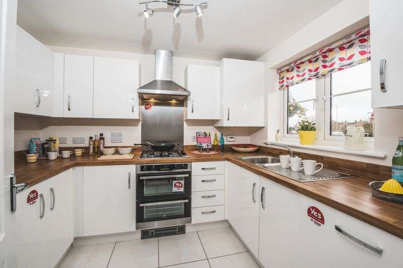 3 Bedrooms Semi Detached House for sale in Stafford Place, Aylesbury