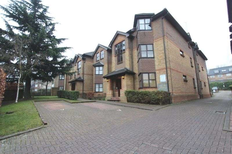 2 Bedrooms Flat for sale in Bedford Terrace, Cedar Road, Sutton
