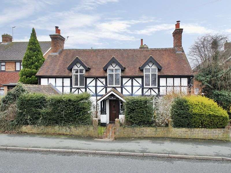 5 Bedrooms Detached House for sale in Vicarage Lane, Horley, Surrey