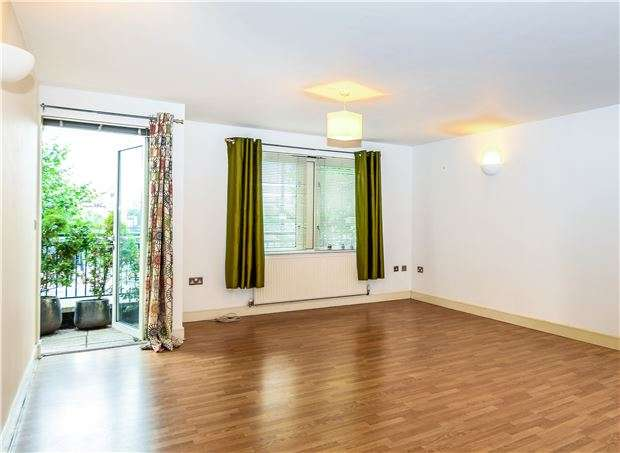 2 Bedrooms Flat for sale in Capital Edge, 100 Hotwell Road, BRISTOL, BS8 4UT