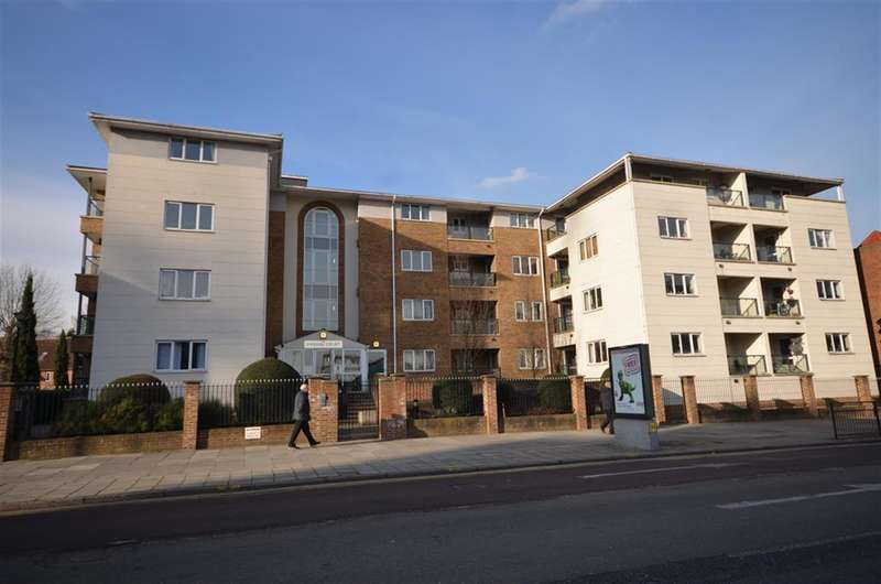 2 Bedrooms Ground Flat for sale in Empire Way, Wembley, Middlesex, HA9 0RS
