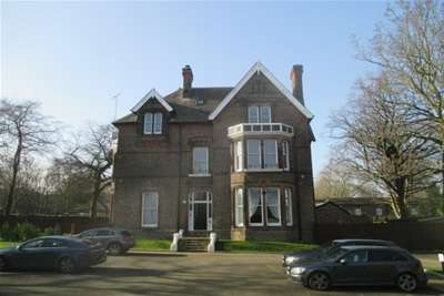 2 Bedrooms Flat for rent in Carleton House, L18