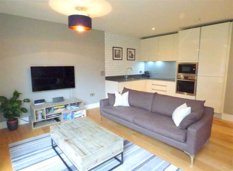 1 Bedroom Flat for sale in Durham Wharf Lane, Brentford, Middlesex, TW8 8FB