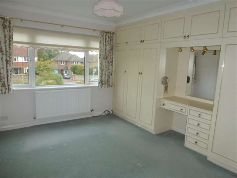 2 Bedrooms Apartment Flat for sale in Burford Close, Worthing, West Sussex