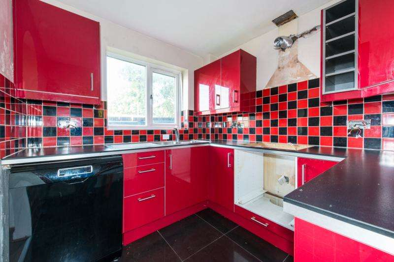 2 Bedrooms Flat for sale in Cotton Avenue, Acton, London, W3