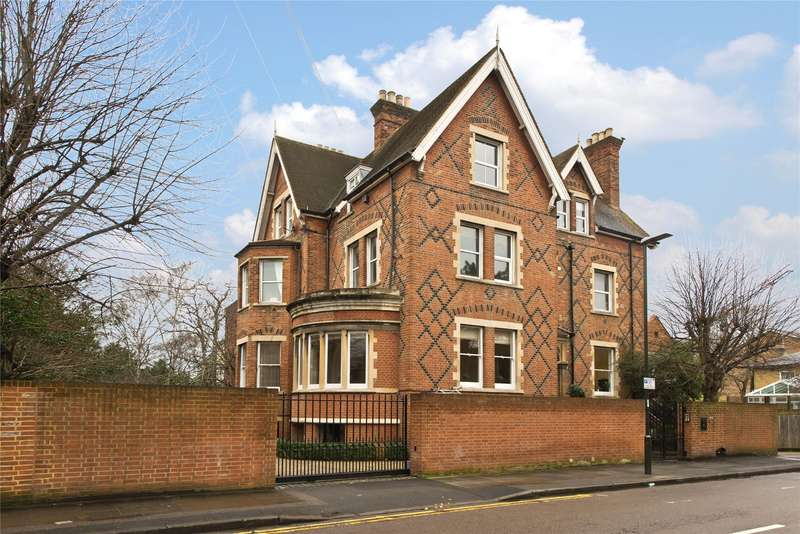 3 Bedrooms Flat for sale in Ridgway, London, SW19