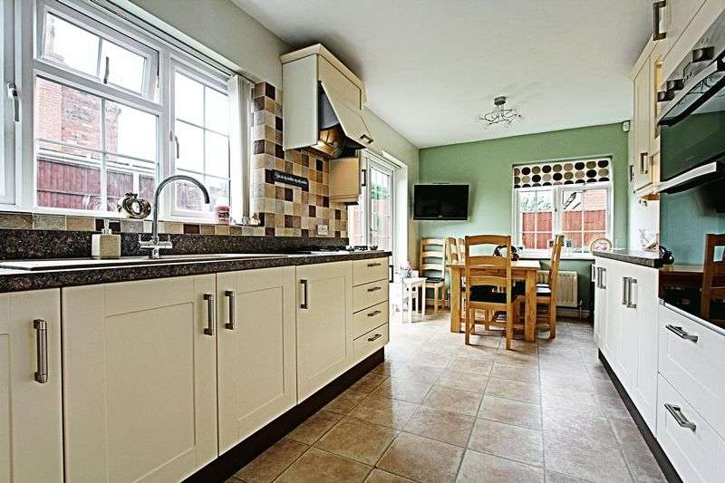 4 Bedrooms Detached House for sale in Low Road, Worlaby