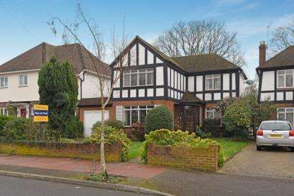 3 Bedrooms Detached House for sale in Brabourne Rise, Beckenham