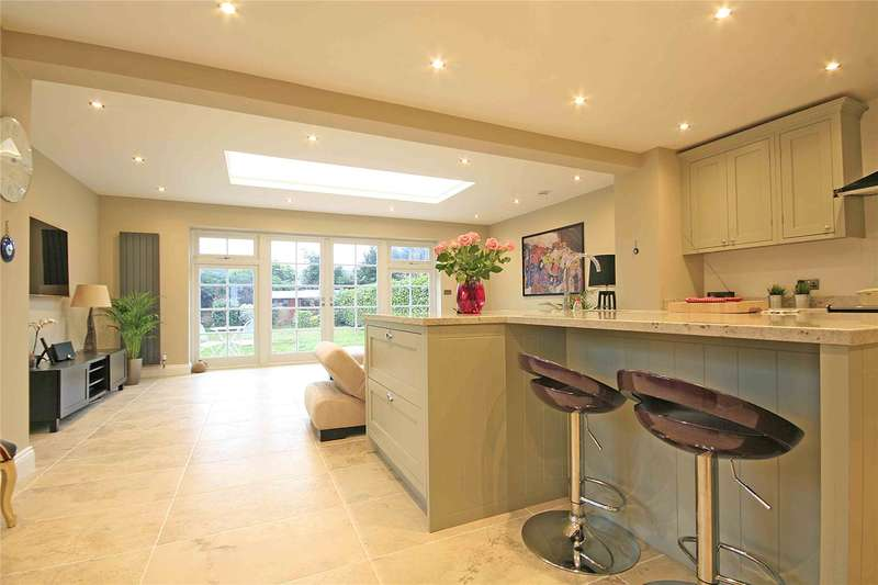 4 Bedrooms Detached House for sale in Queens Avenue, Byfleet, Surrey, KT14