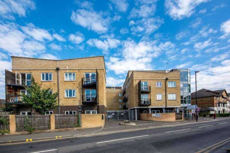 1 Bedroom Flat for sale in Hanworth Road, Hounslow, TW3