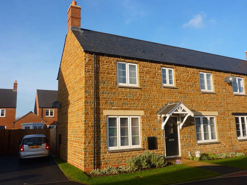 3 Bedrooms Semi Detached House for sale in Goldings Road, Hook Norton