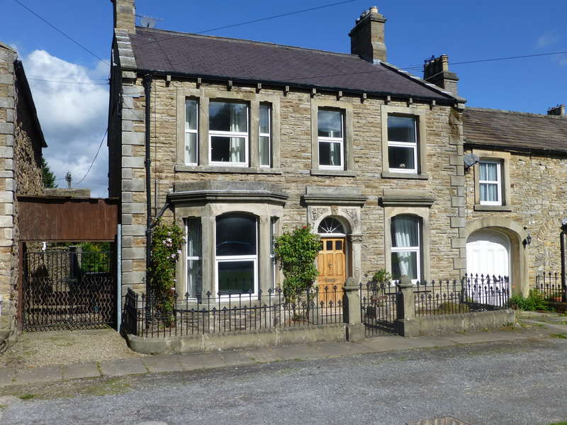 4 Bedrooms Semi Detached House for sale in Temple House, West Burton